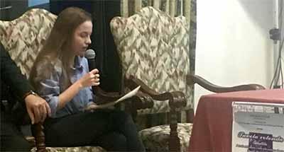 Giulia Roncari recita alcune poesie tratte dal libro